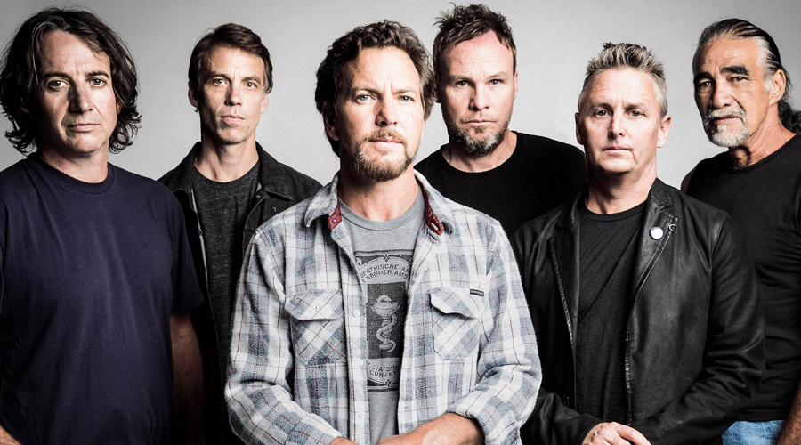 "Pearl Jam lança música inédita! Vem ouvir ""I Can't Deny""."