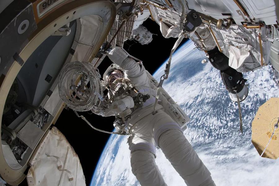 Mix Tudo: declaração de amor no espaço
